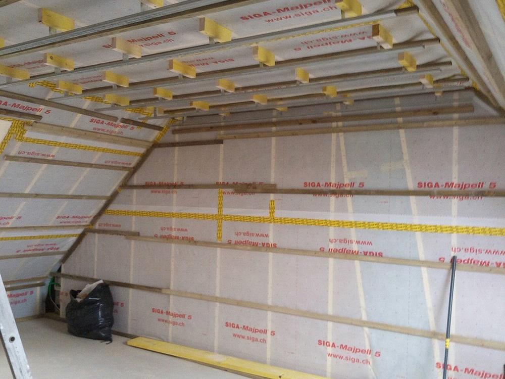 Isolation sous rampants de toiture par l'intérieur, pendant travaux