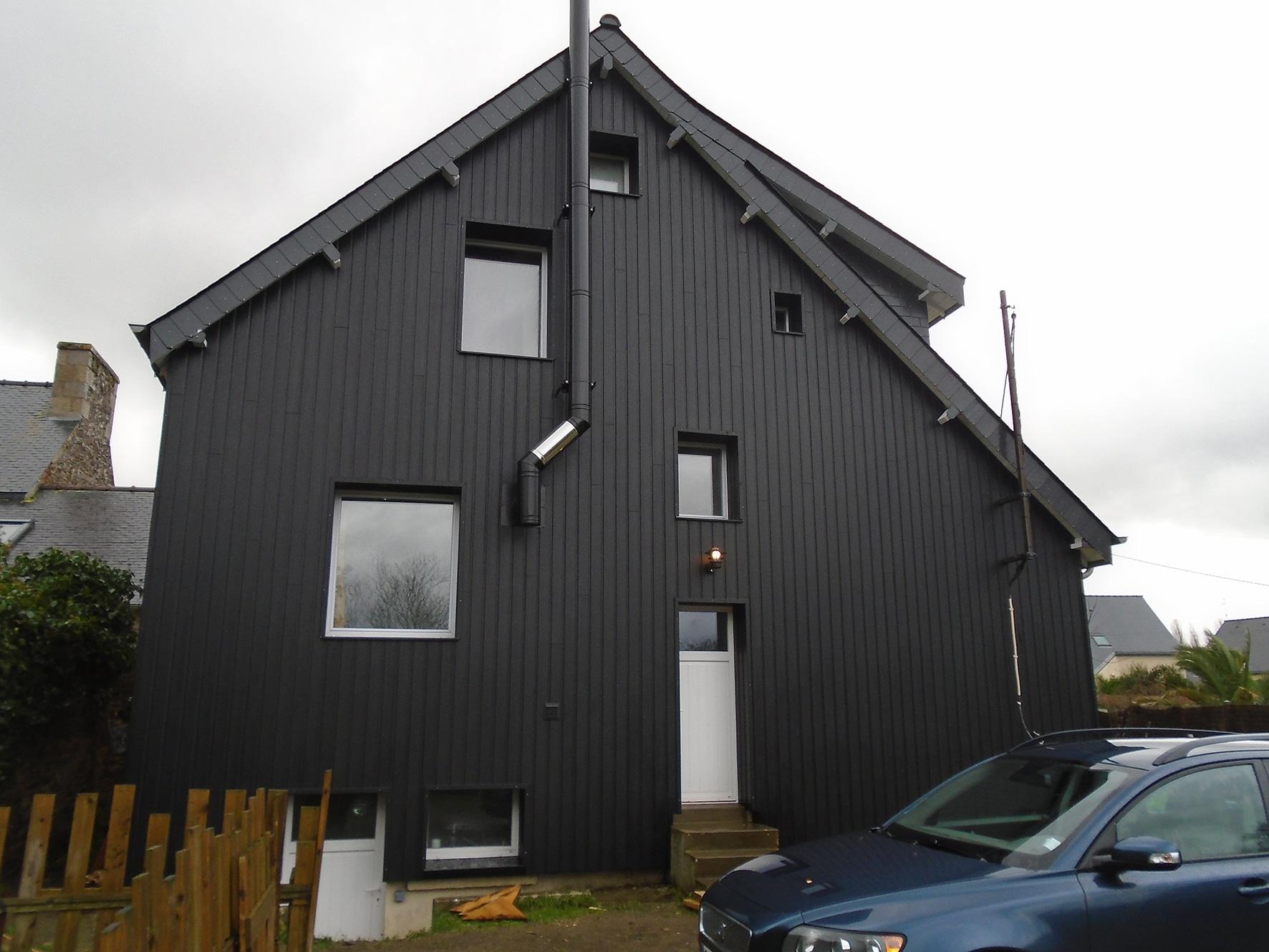 Fin de chantier d'isolation thermique extérieure sur une maison