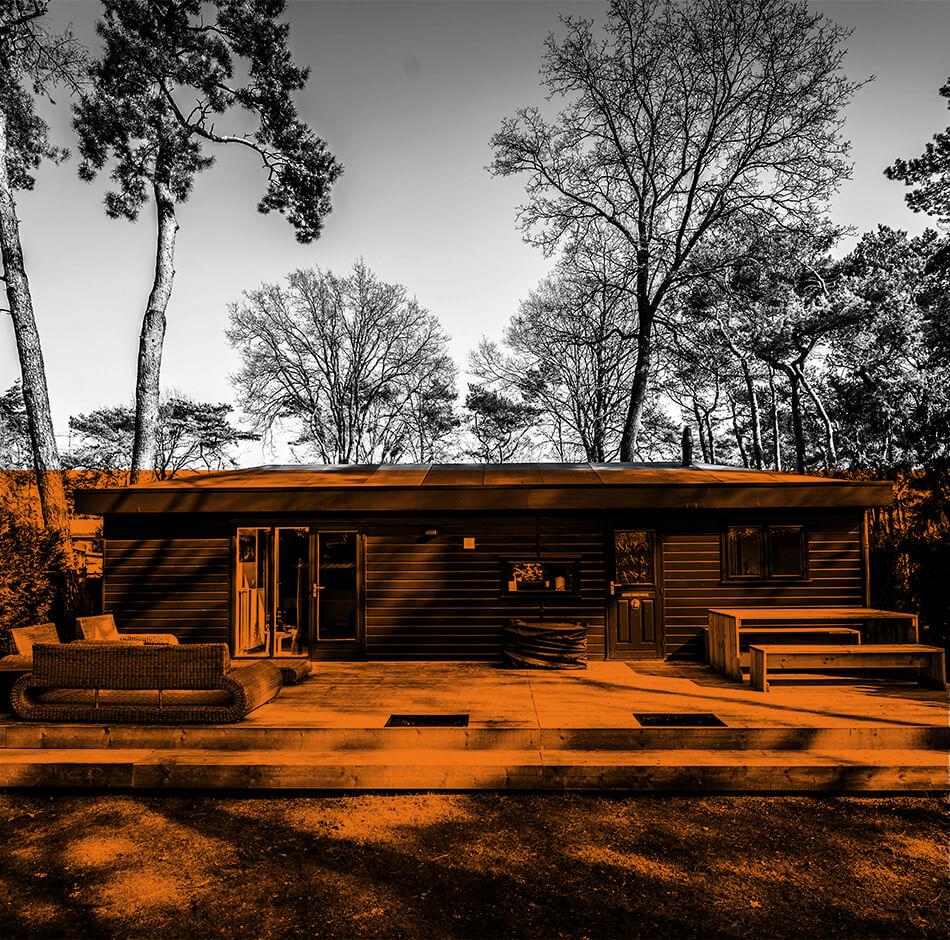 Une maison dans la foret avec une isolation thermique extérieure (ITE)
